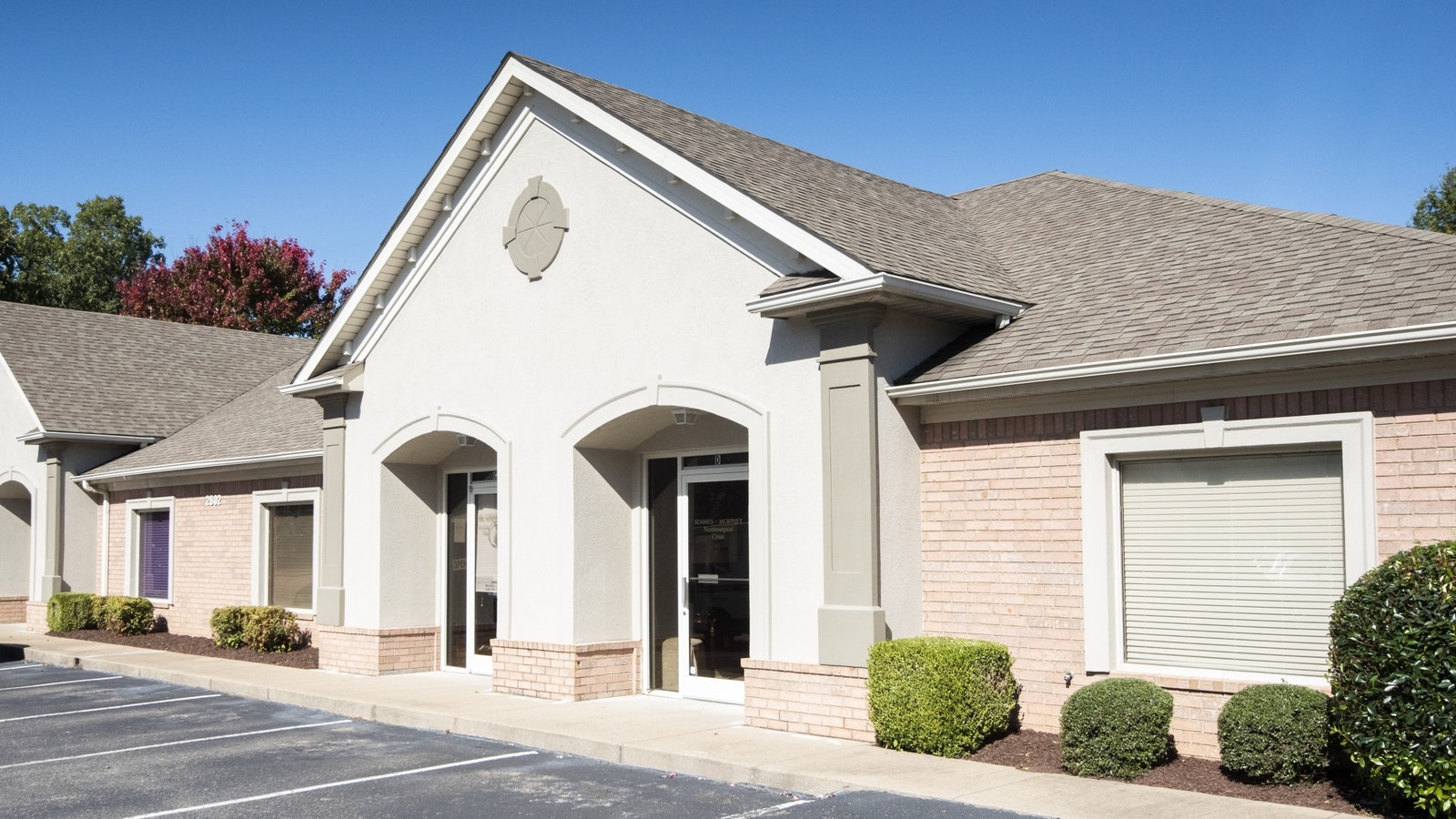 Exterior view of the Jackson TN clinic entrance